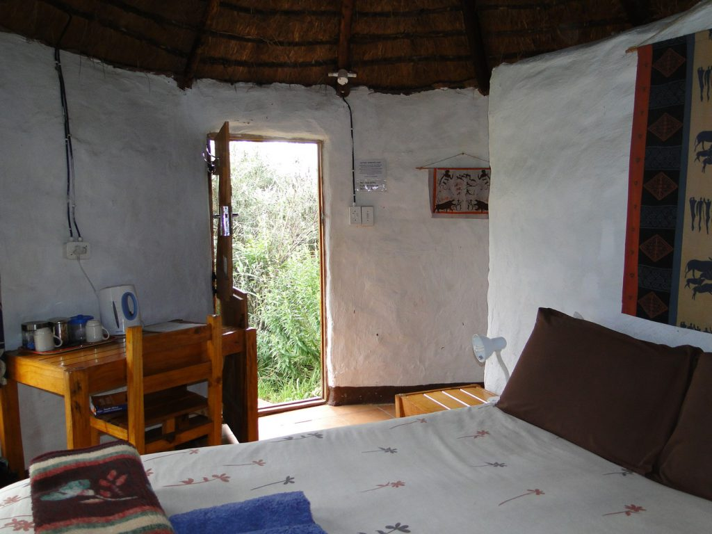 Slaapkamer rondavel Sani Lodge Backpackers Zuid-Afrika