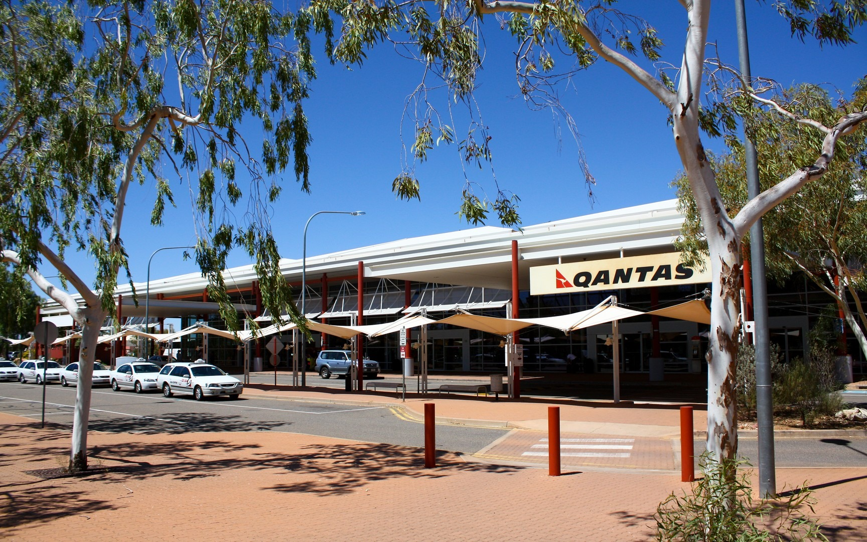 Alice springs transport to and from the airport justgo travel - Alice springs tourist office ...