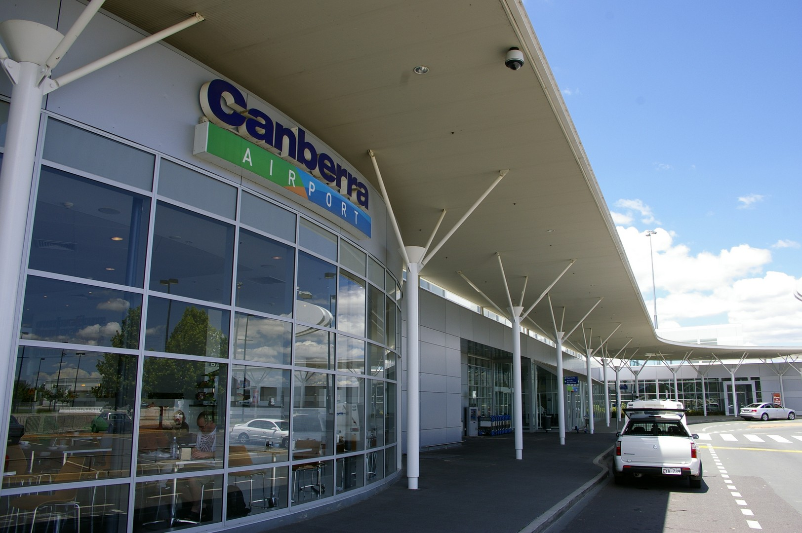 Canberra: transport to and from the airport