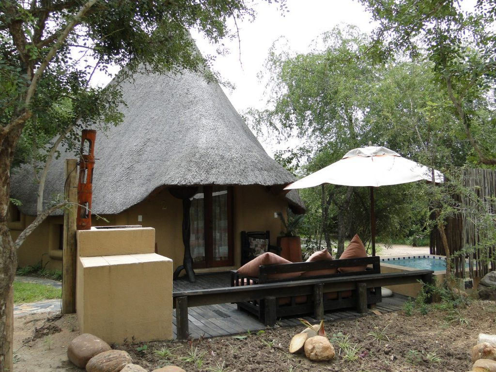 Chalet with terrace and swimming pool Manzini Swazi King Chalets Marloth Park South Africa