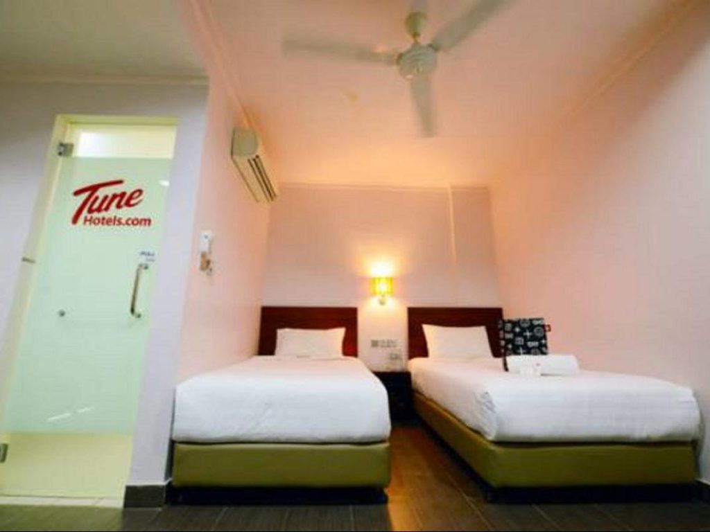 Twin beds Tune Hotel Waterfront Kuching Borneo