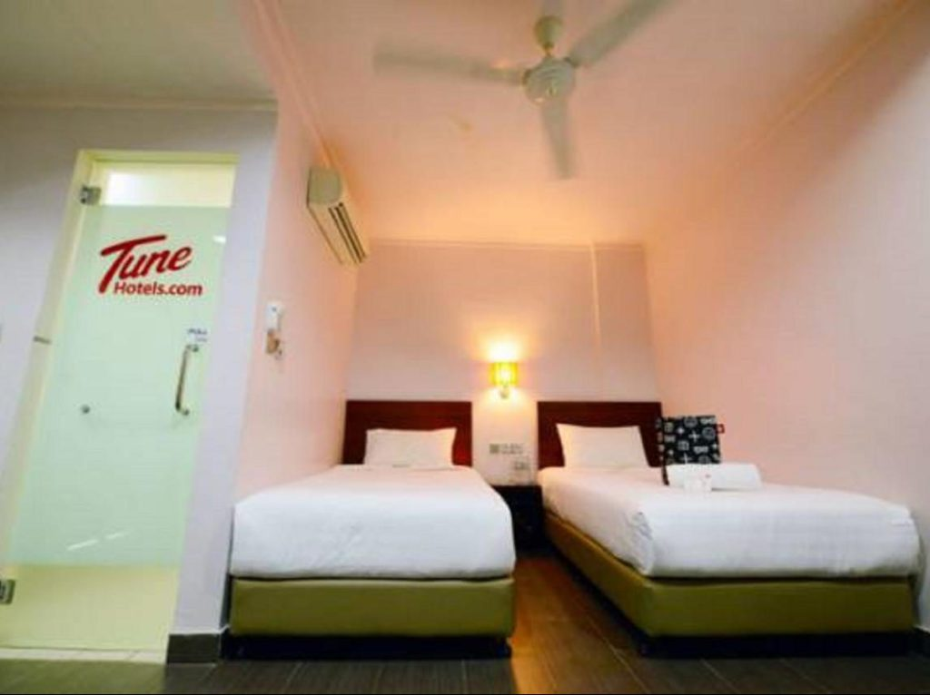 Twin bedden Tune Hotel Waterfront Kuching Borneo