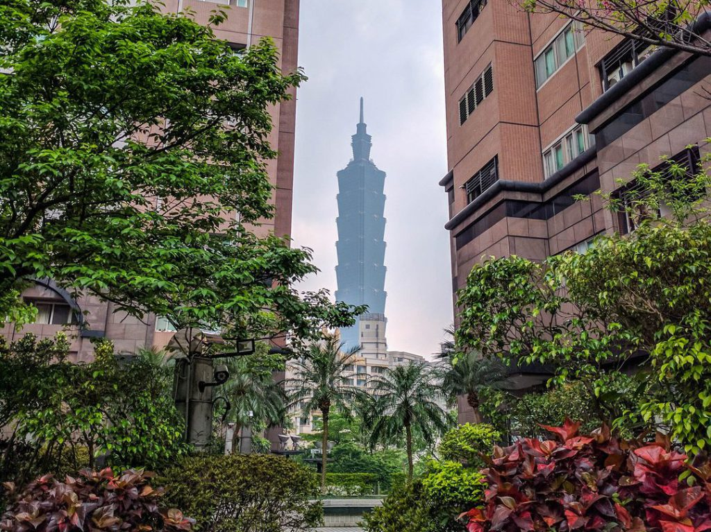 Taipei 101 skyscraper visible between two apartment buildings