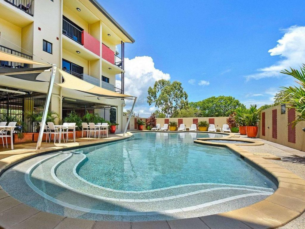 swimming pool at garden Quality hotel Darwin airport